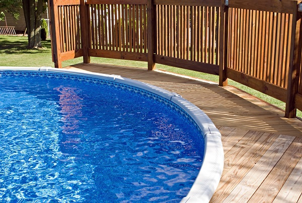 Do Outdoor Pools and Spas Need to be Covered?