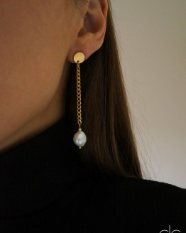 Asymetric stainless steel chain natural pearl earring - GG UNIQUE