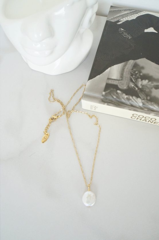 Gold color necklace with a large pearl - GG UNIQUE
