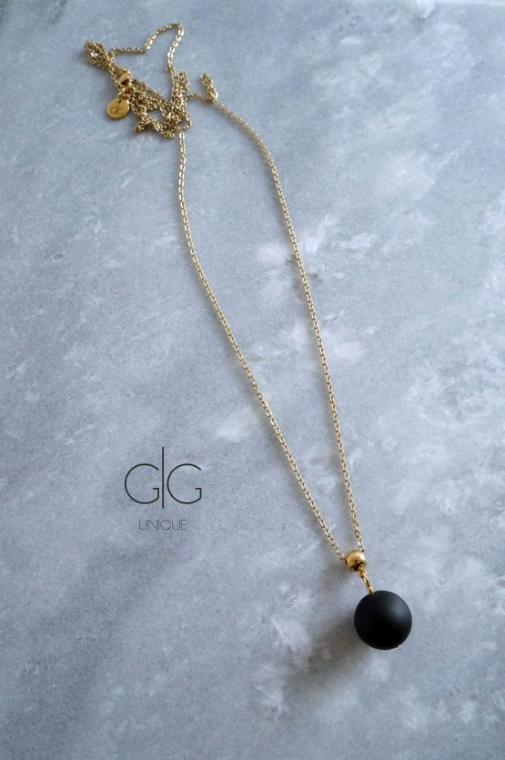 Minimal long necklace with a black onyx stone - GG UNIQUE