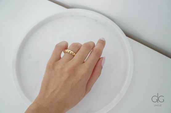 Trendy gold ring - GG Unique