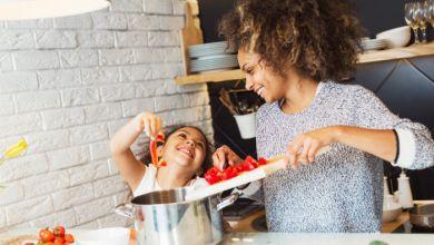صورة طرق لتشجيع طفلك على تناول الطعام الصحي