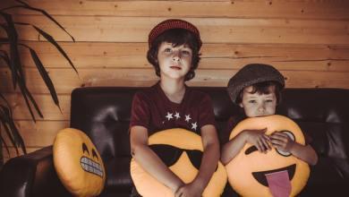 صورة كيف تتجنبين حروب الغيرة بين أبنائك؟