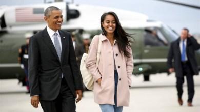 صورة ماليا أوباما تضع الرئيس الأمريكي السابق في وضع محرج