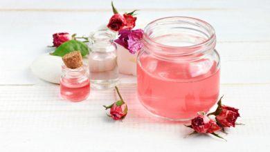 صورة تعرفي على فوائد ماء الورد ووصفاته الطبيعية لتكبير الصدر