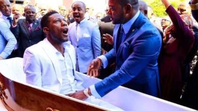 صورة قس.. إفريقي يدعي إحياء الموتى و الفيسبوكيون يسخرون منه