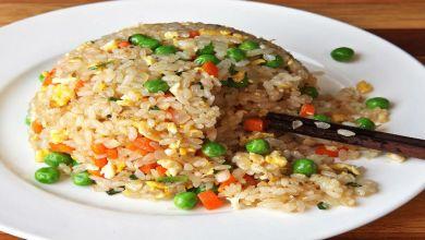 صورة مطبخ غالية.. طريقة تحضير الأرز بالخضر في الفرن