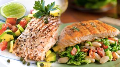 صورة مطبخ غالية.. سلطة السلمون واللحم المقدد لحمية صحية