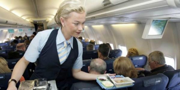 تفادي تناول هذه الأطعمة أثناء رحلاتك الجوية