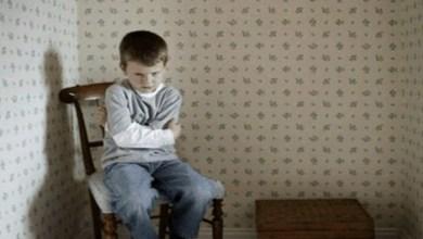 صورة هذه الأمور تدفع ابنك إلى الإنتحار.. إحذريها