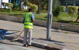 """""""أضعف الإيمان"""".. مغاربة يشكرون عمال النظافة ويقدرون خدماتهم خلال أيام العيد"""