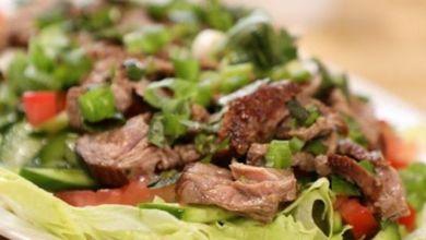"""صورة طريقة تحضير سلطة """"التاي"""" التايلاندية باللحم"""