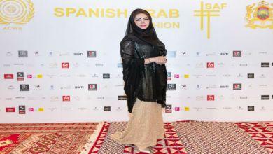 صورة المصممة مريم سلمان تكشف طريقة اختيار الأثواب ذات الجودة العالية والإبداع في تصميمها