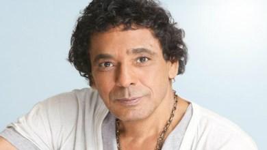 صورة في أحدث ظهور له.. محمد منير يُغني جالسا على كرسي بسبب المرض
