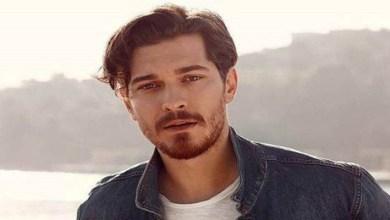 """صورة النجم التركي شاتاي أولسوي الشهير بـ""""أمير"""" يصدم متابعيه في آخر ظهور له"""