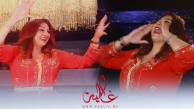 صورة تكريم الممثلة المصرية وفاء عامر فوق العمارية بالزغاريد والصلاة والسلام على الطريقة المغربية- فيديو