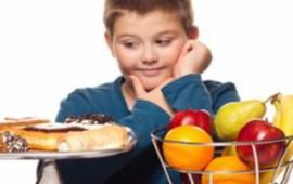 5 عناصر غذائية ضرورية لنمو طفلك