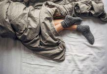 لنوم هادئ وصحة جيدة.. إرتدي الجوارب قبل النوم