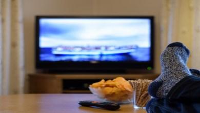 صورة سقوط سن مذيعة خلال بثها نشرة إخبارية