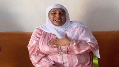 """صورة بعد الافراج عنها.. """"مي نعيمة"""" تذرف الدموع – فيديو"""