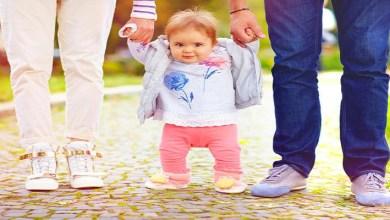 صورة ملف خاص.. العمر المناسب لمشي الطفل وطرق تحفيزه وتشجيعه