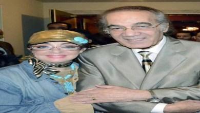 صورة فنانة شهيرة تفقد الوعي في جنازة محمود ياسين