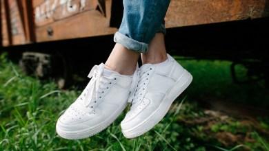 صورة الأحذية الرياضية البيضاء موضة شتاء 2020/2021-صور-