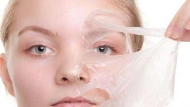 صورة ماسك بياض البيض لإزالة الرؤوس السوداء من الوجه