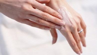 صورة كيف تحمي يديك من التجاعيد؟