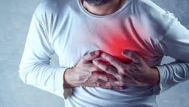"""صورة بعض أعراض مرض المعدة تنذر بـ""""نوبة قلبية"""""""