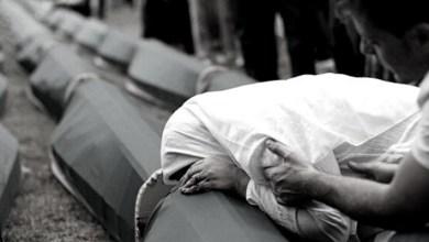 """صورة بعد جنازته.. يعود لزوجته """"المفجوعة"""" بوفاته"""