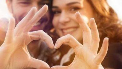 صورة 12 علامة تدل على أن شريكك مغرم بك كثيرا