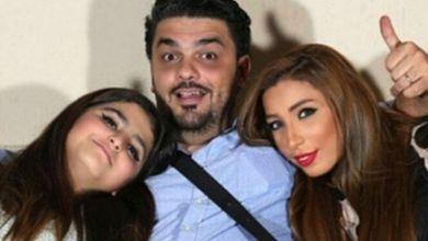 صورة محمد الترك يعايد ابنته حلا  -صورة