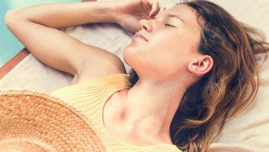 صورة وصفات لعلاج حروق الشمس بعد السباحة