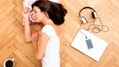 صورة 7 فوائد للنوم على الأرض.. تعرفي عليها