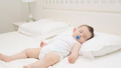 صورة كيف أعوّد طفلي الرضيع على النوم بمفرده؟