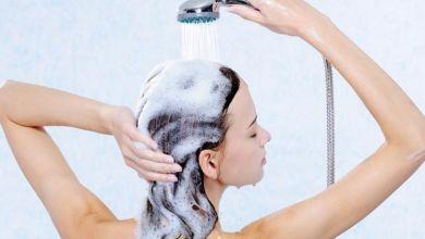 صورة ما مدى خطورة غسل الشعر بشكل يومي؟