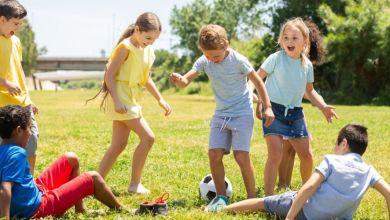 صورة كيف تنمّين قدرة طفلك على التفاعل اجتماعيا؟