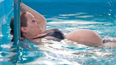 صورة تعرفي على فوائد السباحة للحوامل