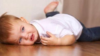 صورة تعرفي على مخاطر سقوط الطفل على رأسه