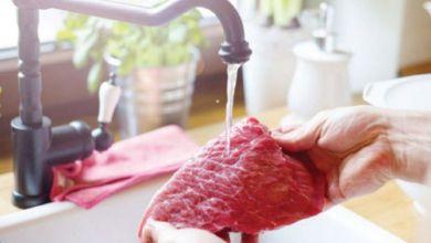 صورة خبراء يحذرون: إياكم أن تغسلوا الدجاج واللحوم