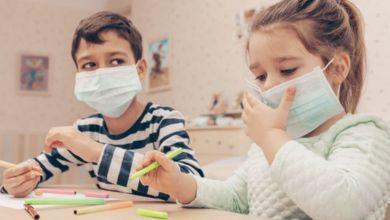 صورة مع عودة المدارس.. كيف تقوي مناعة طفلك ضد نزلات البرد وفيروس كورونا