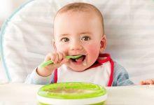 صورة علامات تشير لإستعداد طفلك على تناول الطعام