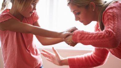 صورة احذروا.. عواقب خطيرة لمعاقبة الأطفال بالضرب