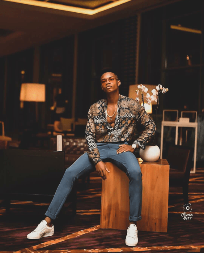 Kidi served stylishly casual inspiration in this pant and shirt over sneakers