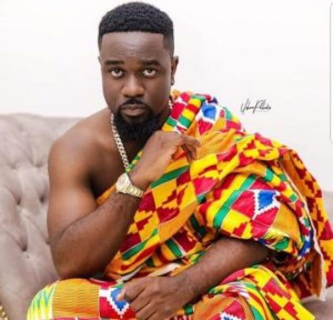 Sarkodie in Kente
