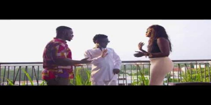 "Bisa Kdei goes blind in ""Bibi Nti"" music video"