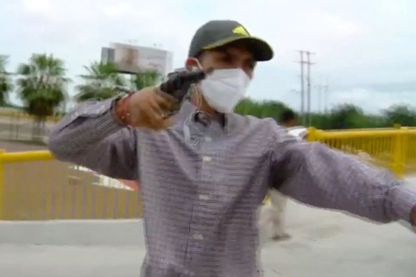 Reporter Gets Robbed During Live  Section (Photos + Video)