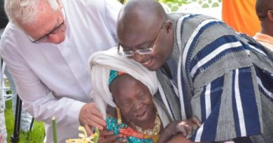 Bawumia fetes lepers, street children on New Year's Day