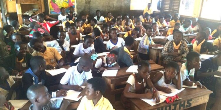 Pupils of Dansoman Cluster of Schools, Exposed to Covid-19 As 130 pupils sit in a class